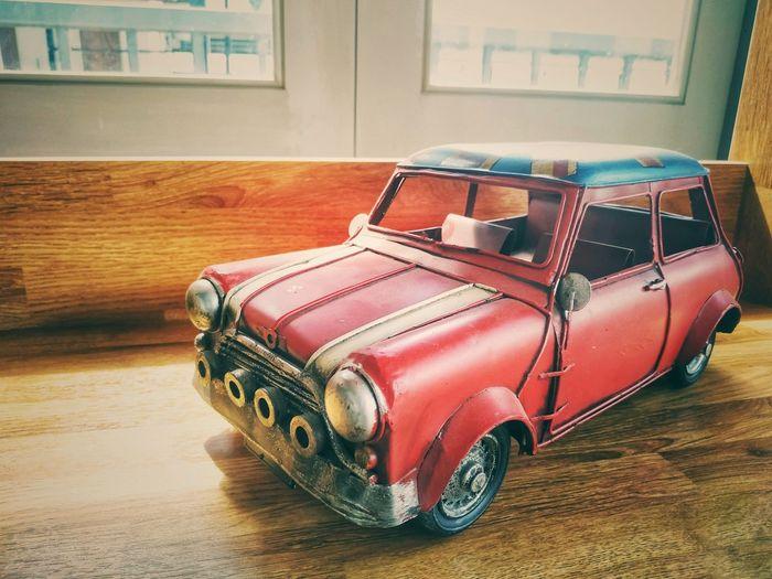 vintage car toy Old-fashioned Car Hardwood Floor Toy Car Vintage Car Vehicle Toy Collector's Car Vintage