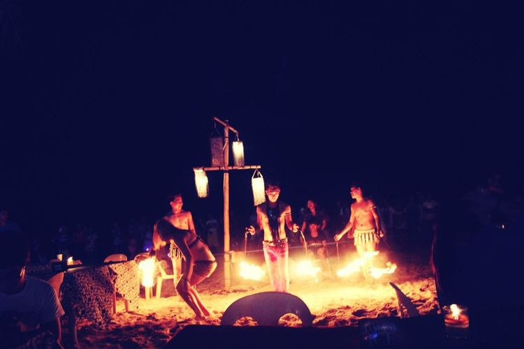 Great fire dandcer,there performamce is so amazinG! Boracay WhiteSandBeach Bar Hangingout Performer  Firedancer Fire