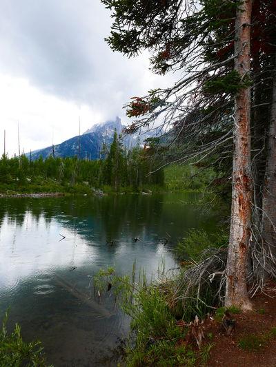 Raindrops Starting To Rain Cloud - Sky Lake Mountain Raindrops In Lake Rainy Reflection Tranquil Scene