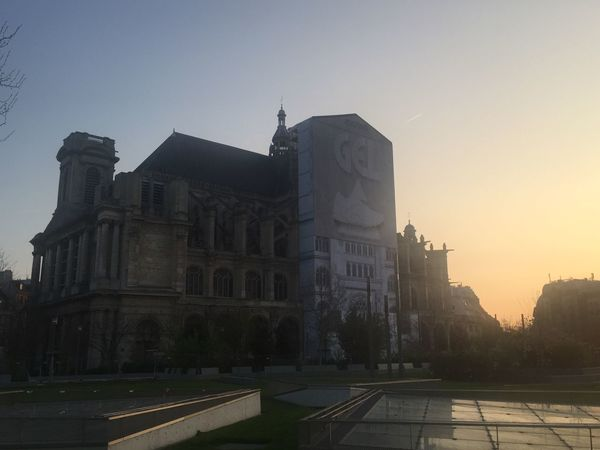 Paroisse Saint-Eustache hier Châtelet Les Halles Paris Architecture Building Exterior Built Structure Sunset Clear Sky Outdoors No People City Sky Low Angle View Day Paroisse Eglise Paris Coucher De Soleil EyeEm Gallery Eye4photography  Eyeemphotography