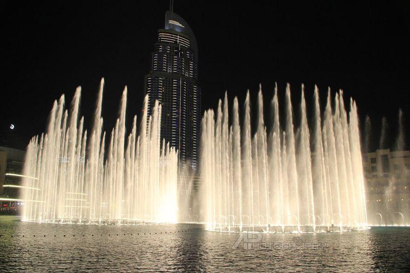 Enjoying The View UAE , Dubai Mydubai Dubai UAE Taking Photos Dubai Mall Dubai Fountain
