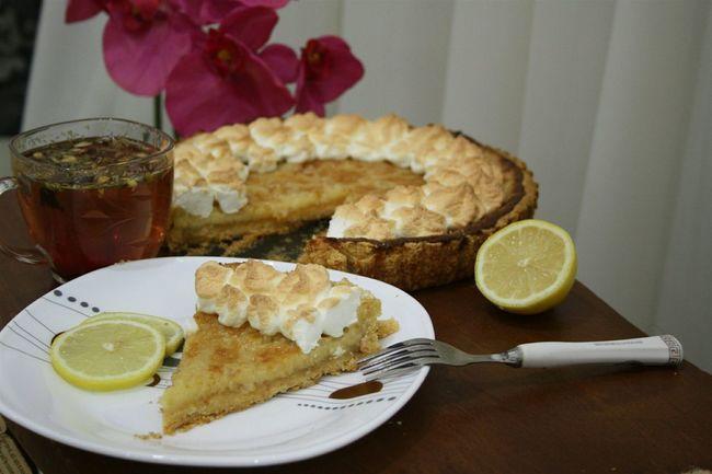 Мой лимонный пай с меренгой. Что-то я с головой окунулась в кулинарию, пока мне делать остановку, эти мои сладости только прибавили мне вес... все не уговаривайте больше меня печь вкусняшки :)))))) Pie Baking Cookies Pieces Homemade Pie