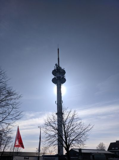 096/365 Sonne hinter Turm Photo365 Bilsbekblog Motoography Motoz Smartphoneography Photooftheday Sorcerer86 Eyeemgermany Eyeemwedel City Politics And Government Flag Patriotism Sky Television Aerial Antenna - Aerial Tall - High Television Tower Satellite Dish Communications Tower Antenna Radar Broadcasting