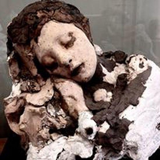 Souvenir du musée rodin # Le sommeil Hug Love Paris Rodin Rodin Museum Asleep Close-up Day Healthcare And Medicine Human Skeleton Indoors  Le Sommei Mix Media Model - Object Musée Rodin, Paris No People Sculpture Sommeil
