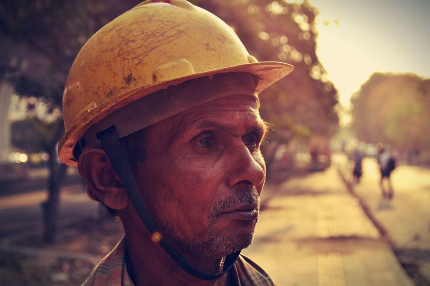 Evening Hardwork Inspiring Light And Shadow Picture Of The Day Painting Skin Poverty Man Power Photo Of The Day Oldman