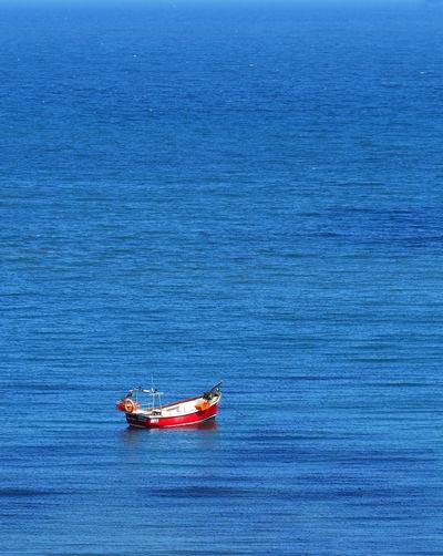 Lone boat in sea
