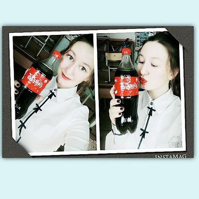 Selfie Selca Inschool SchoolGirl Makeup Me Cocacola Red Redlips Asian  Style Aegyo Kawai Korean Kyopta White Winter MerryChristmas Happynewyear Ulzzang Ulzzanggirl Morning Kiss Lovely Sweety  notlook ❄❄😍😍