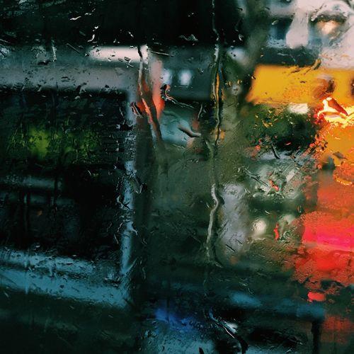 下雨的玻璃窗