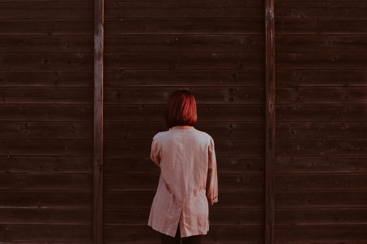 Women Standing Young Women Human Back Redhead Rear View Back HEAD Dyed Hair Dyed Red Hair Wooden Shoulder Posing