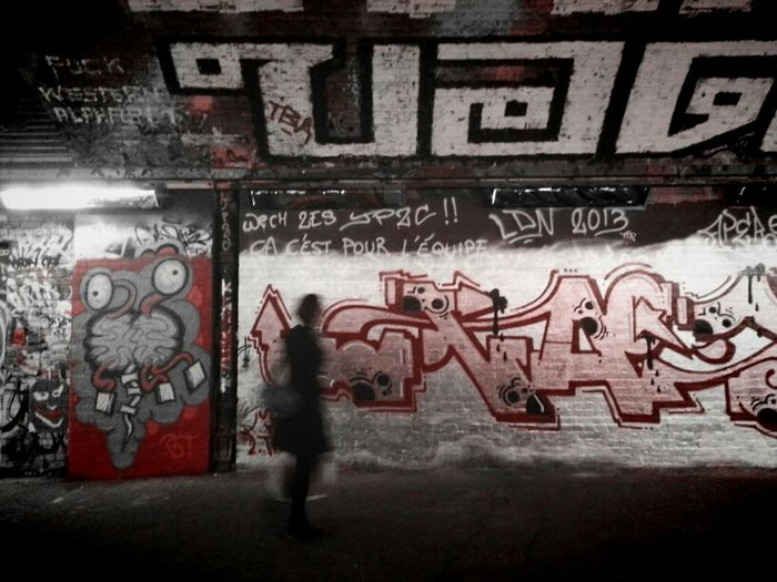 C'Est Pour L'Équipe... Streetart Red Andrographer Vignette For Android Writing In Foreign Tongues