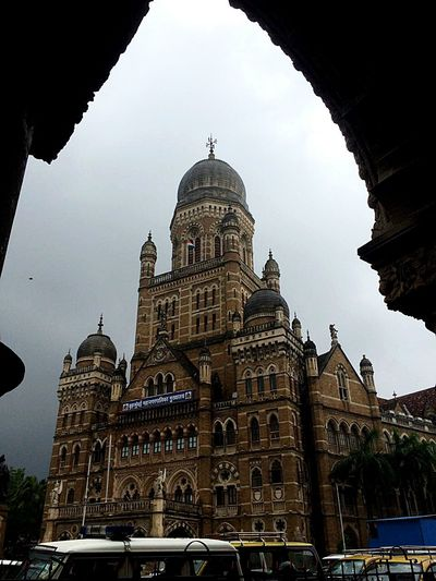 Mumbai....loved as Bombay, heritage in its grandeur, best thing that Britishers did for India before independence was creating monumental structure worth a watch. Beautiful buildings Mumbai Architecture Travel Destinations Building Exterior Historical Building Heritage Building MumbaiDiaries Mumbaimerijaan Mumbaiphotography Tourism