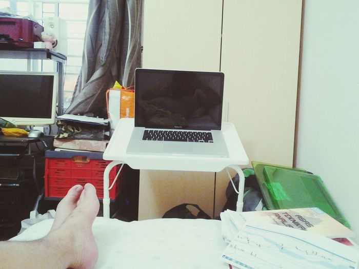ayooo... after having my new mini workstation, Macbook plak tak boleh ON. apa hal erkk... ke lama tak pakai or else, takut plak nak hantar service.. emmm bahaya...