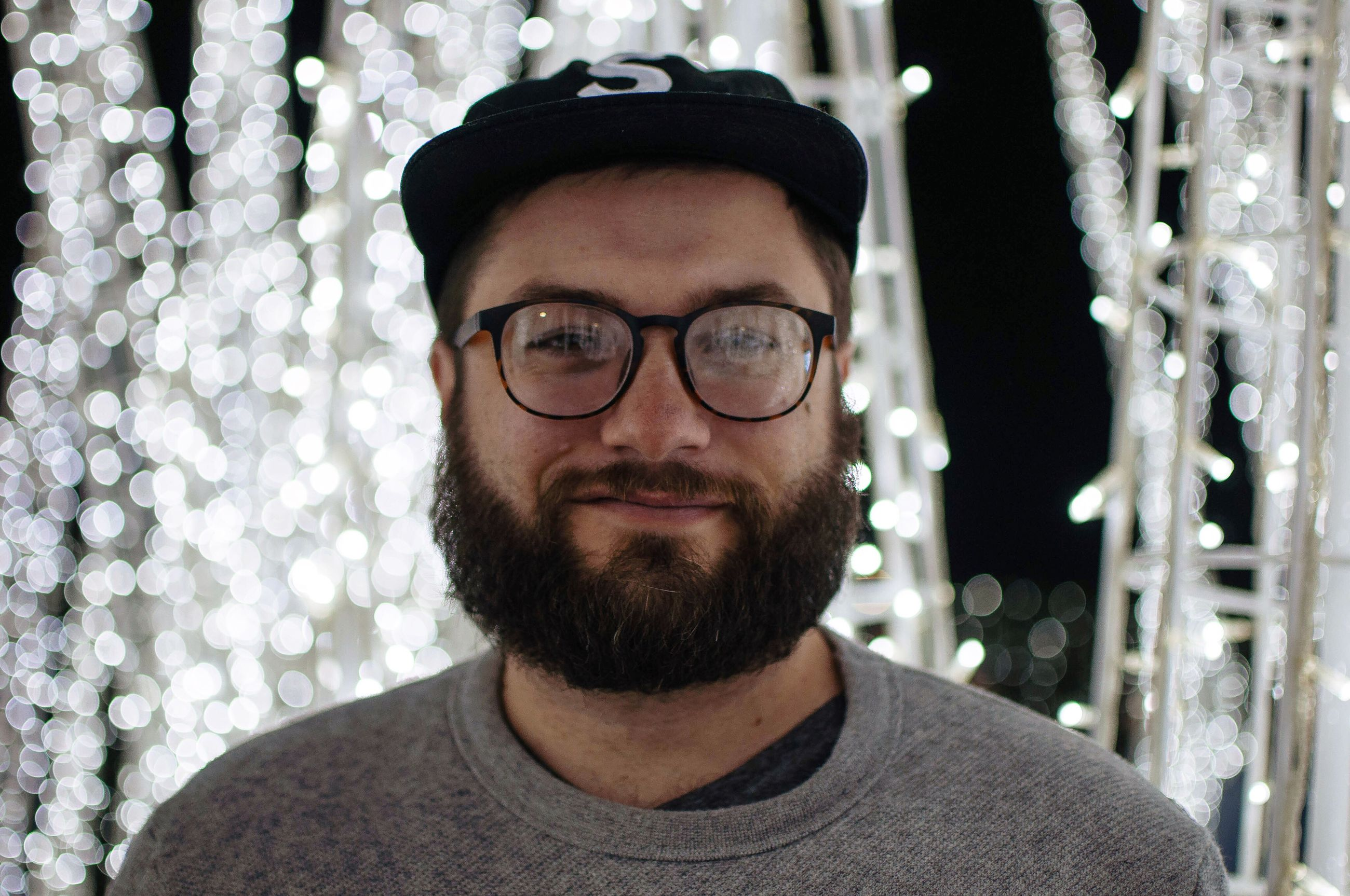 eyeglasses, glasses, beard, real people, looking at camera, young men, young adult, portrait, lifestyles, one person, indoors, day, close-up, people