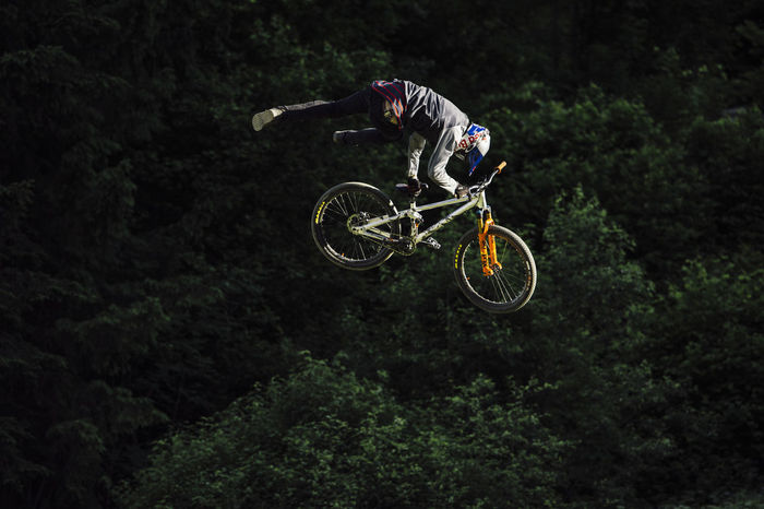 26trix Adventure Bicycle Challenge Contest Danger Extreme Sports FMB Forest Jumping Mid-air Mountain Bike One Person Outdoors Performance RISK Skill  Slopestyle Sport Sports Clothing Stunt Thomas Genon
