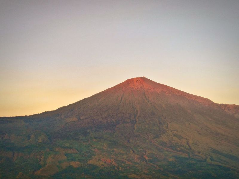 The great Rinjani Landscape Volcano Nature Outdoors Mountain Rinjanimountain Beauty In Nature Morning View Travel Destinations Photography Takenbyme Landscape_photography Wonderfulindonesia Explorelombokisland Sembalun Rinjani Lost In The Landscape