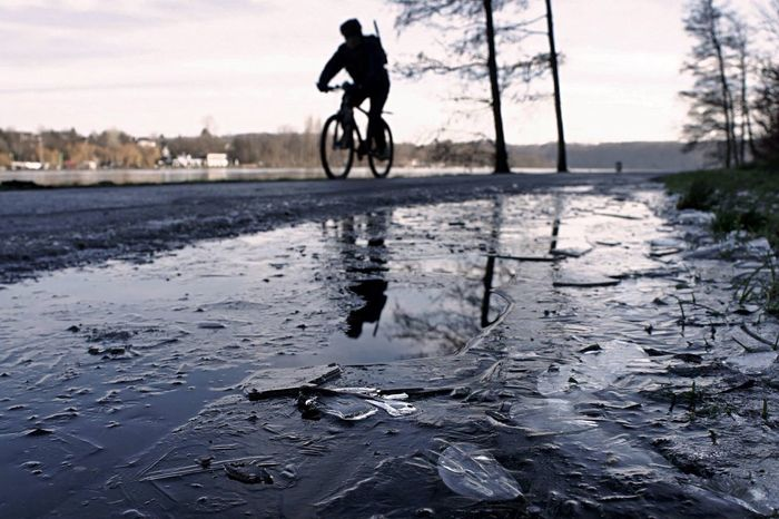 Bicycle Silhouette Frozen Ice Winter Wintertime Baldeneysee Ruhrgebiet Ruhrpott Showcase April EyeEm Best Shots Eyem Best Shots People Streetphotography Street Street Photography People Watching People Photography Peoplephotography Colors Detail Colorful Sport Streetphoto_color From My Point Of View