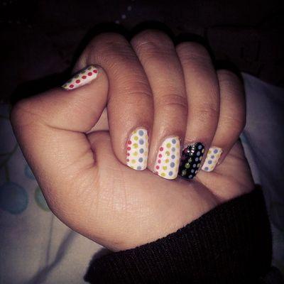 Made in Javiera :) Colores Nails Uñasbonitas Nanynotemuevas Dejaderespirar Paciencia Amigaconjuguetenuevo Puntosdecolores