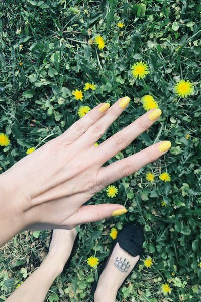 Hello yello Yellow Nails Yellow Flowers Inked Girl From Where I Stand The Essence Of Summer