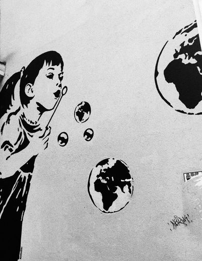 Streetart Vienna Wien Graffiti Girl Soap Bubbles Seifenblasen Earth Wall Art