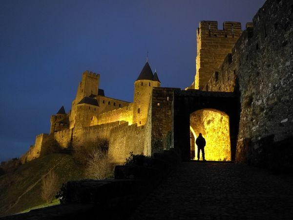 El Castillo de Carcassone y la Ciudad Medieval de Noche y yo de Fondo