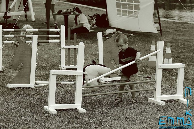 Difficult horsie! :) Taking Photos Streetphotography Blackandwhite Streetphoto_bw People Kids Horsejumping Kidsplay