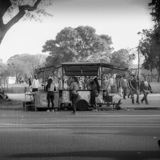 #argentina #riverplate #Food Streetfood Streetphotography Tree Group Of People Plant Crowd Real People Sky Nature Clear Sky