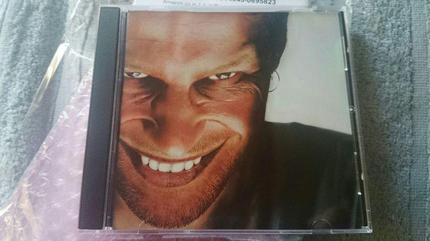 前の写真のなんか見てる人はコレw 音楽はサイコーなんだけど、コレいつ見てもキモい(笑) Aphex Twin Aphextwin Soundtrack Techno Music Music Gross Cover Art