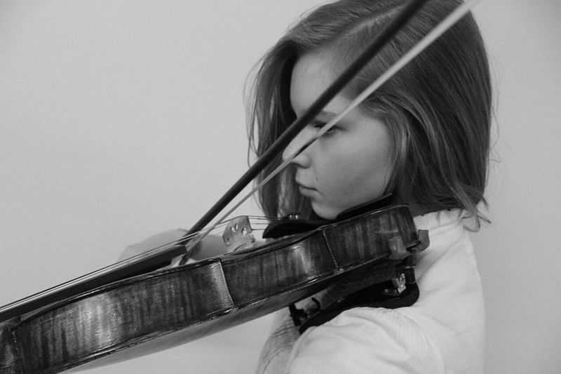 Violin One Person Headshot Musician One Girl Only People Music Indoors  Violinist Adult Musical Instrument Portrait Close-up Classical Music Day Moscow, Russia Classical Music Actor Concentration Music Depression - Sadness Moments Playing Arts Culture And Entertainment Young Women