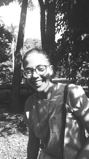 Tree Smiling Young Women Portrait Happiness Eyeglasses  Wireless Technology Cheerful Women Selfie