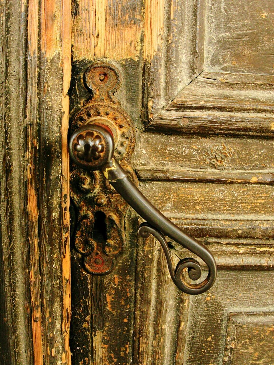 door, wood - material, ornate, outdoors, no people, close-up, day, textured, architecture