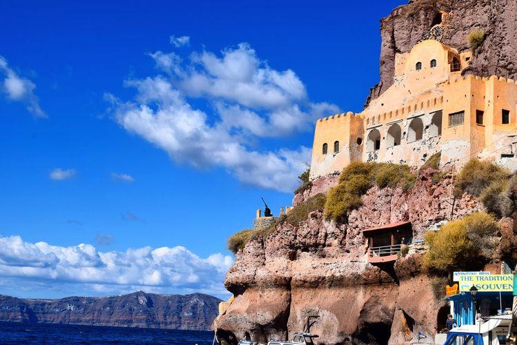 #livingontheedge #builtin #building #edge #cliff #sea #sky #view #island #Cyclades #Santorini #Greece #Europe #ineuropezoegoesandeverythingmatters #adventure #solotravel #travel #trip #explore #happiness #traveling #tourist LivingOnTheEdge Builtin Building Edge Island Sea View Europe Cyclades Santorini Greece Cliff Ineuropezoegoesandeverythingmatters Explore Happiness Adventure Solotravel Travel Trip Traveling Tourist Military EyeEm Selects Sky Cloud - Sky History Travel Destinations Outdoors Low Angle View Blue