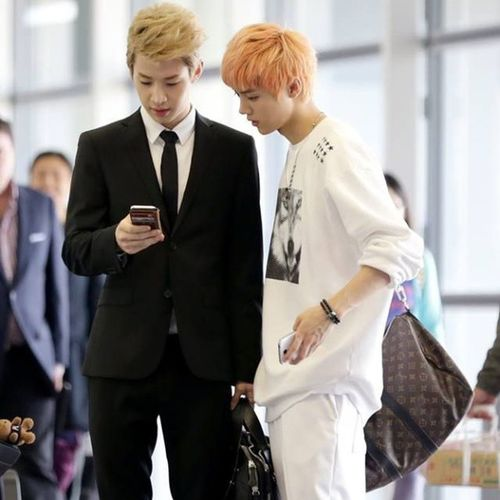 Luhan With Henry EXO superjunior exom superjuniorm xxa m in china idol kpop airplane