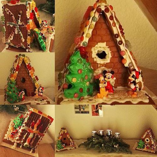 So das Werk von gestern abend mal dekorativ aufgestellt. 😊😊😊 Lebkuchenhaus Gingerbreadhouse Mickymouse Minimouse Christmas Knusperhäuschen Knusperhaus Weihnachtszeit Baldweihnachten Tollezeit