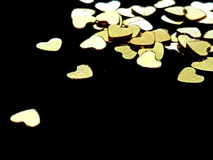 I'M A HOPELESS ROMANTIC💛 Love Love Hearts EyeEm Best Shots Macro Group Of Objects Gold Romantic Black Background Night Close-up
