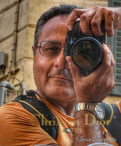 Davanti a uno specchio firmato Christian Dior Me Portrait Myface Myportrait Mynikon Mycamera Nikond7200 Technology Men Headshot Human Hand Futuristic Close-up