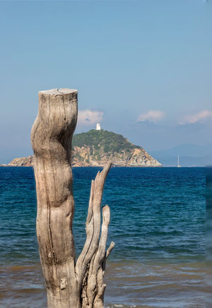 Elba Island Italy EyeEm Nature Lover EyeEm Gallery Holz Naturfotografie Beauty In Nature Blue Day Horizon Horizon Over Water Idyllic Island Land Nature No People Outdoors Scenics - Nature Sea Sky Tranquil Scene Tranquility Water Wood - Material Wooden Post