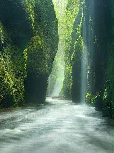 eşsiz bir yer Waterfalls