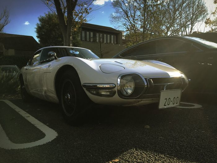 Hello World Wire Wheel 2000cc 2000 Tokyo Days Rare Historic Car Cloud - Sky Parking Lot Parking White Color TOYOTA 2000 GT Toyota Japanese Car Classic Cars Shadow Day Sky