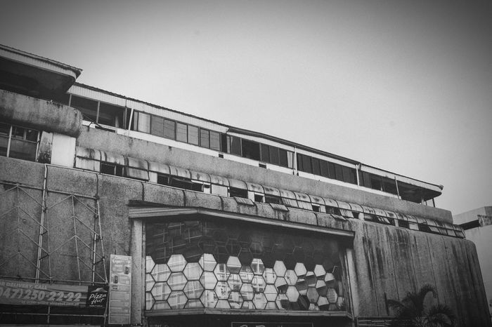 Built Structure Low Angle View Outdoors Architecture Blackandwhitephotography Perspective Youth Architecture Street Art