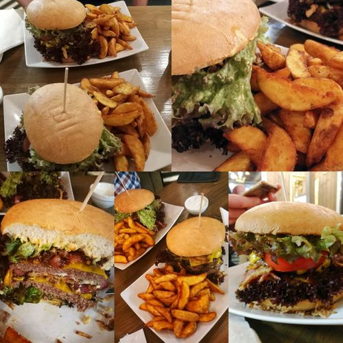 Burger Time mit meinem Bruder. Booohr bin ich satt. 🙊🙈 Burgertime Lecker LeckerEssen Namnam Mahlzeit Abendessen Weillecker Foodporn Hamburger Food And Drink Ready-to-eat Food Unhealthy Eating Variation Burger Fast Food Meat Indoors  Freshness Close-up