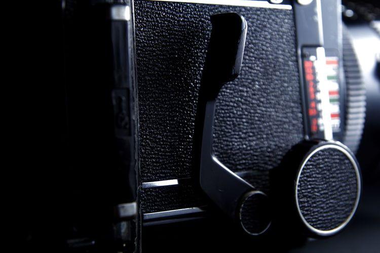 mirror down lever and focusing knob of a vintage medium format film camera Lever Crank Camera Camera - Photographic Equipment 120 Film 120mm Film Film Photography Filmcamera Medium Format Medium Format Film Medium Format Camera Photo Photography Photographer Photographing Lens Lens - Optical Instrument Focus Analog SLR Camera Single Lens Reflex Single Lens Reflex Camera Knob Dial