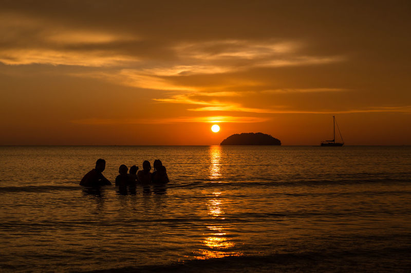 Sunset Scenery in Tanjung Aru, Kota Kinabalu, Malaysia Malaysia Sabah Borneo Kota Kinabalu Tanjung Aru Beach Tanjung Aru Resort & Spa Sunset Sky Water Sea Beauty In Nature Scenics - Nature Nature Horizon Over Water Outdoors Sunset_collection Sunset Silhouettes