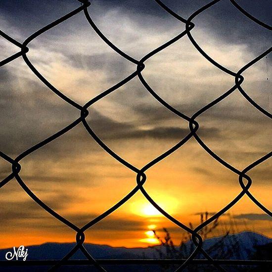 il SEGRETO è nell'EMOZIONE il SEGRETO è nel godere ogni giorno delle PICCOLE COSE.....piccoli MOMENTI ... Cit Sunset #sun #clouds #skylovers #sky #nature #beautifulinnature #naturalbeauty Photography Landscape ? Sunset #sun #clouds #skylovers #sky #nature #beautifulinnature #naturalbeauty #photography #landscape Tramonti__italiani Rsa_nature