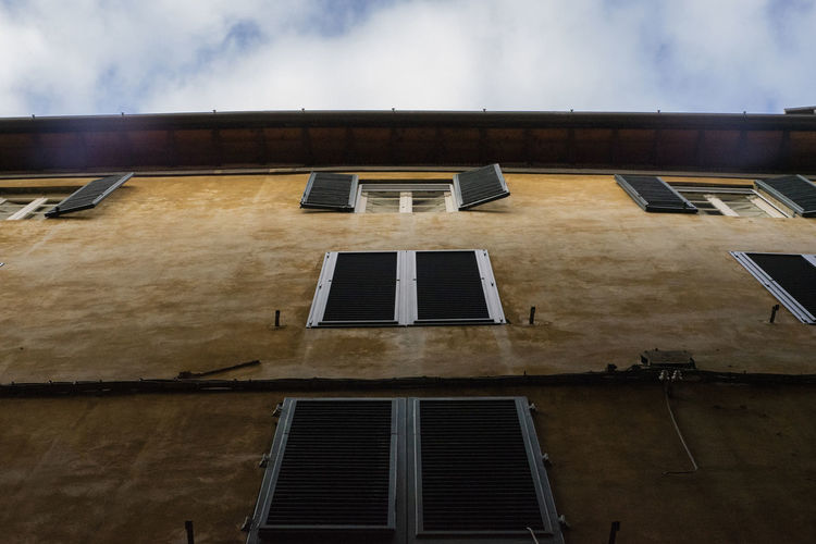 Architecture History Old House The Past Cloud - Sky Window Sky Building Exterior Sky_collection Skyscraper Windos Windows Lucca Italy Wall EyeEmNewHere EyeEm Selects EyeEm Gallery Eyeem Windows Eyeem Sky