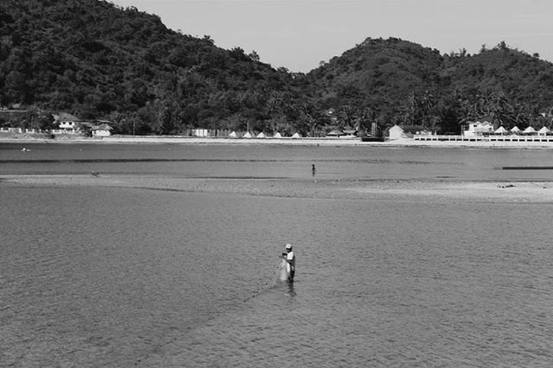 Time for some fishin VSCO Vscocam Vscophile VSCOPH Vscomanila VSCOPH Vscogood Vscomoment Instapic Instagood Instamoment Vscopinas Ilocos Travel Beach Photographsbyjeremiah Blackandwhite