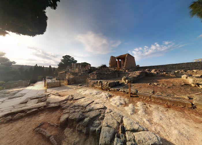 Knossos Kreta Panorama Ruins Sky And Clouds