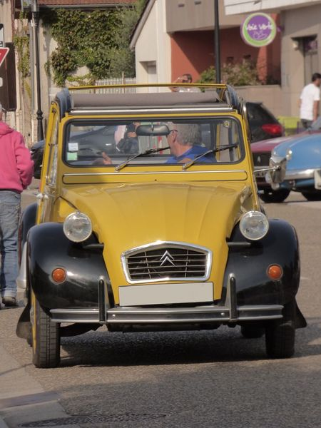 2 CV Jaune Paint The Town Yellow Voiture Retro Land Vehicle Mode Of Transport Route Street Transportation