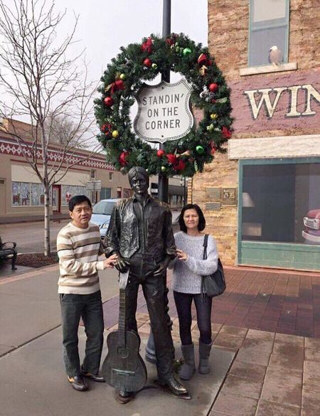 """Sommergefühle Summertime Popular Photographs Me And My Wife  Winslow Arizona The Pop music group """"The Eagle"""" has made this town,Winslow, famous so as the photo taking scene with the lyrics """"Standing On The Corner """" in the song"""" Take It Easy"""""""