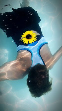 Swimming Summer 2016 Summer Fun Underwater Floating On Water Sunflower🌻 Man Vs Nature Capture The Moment Depth Of Field Color Explosion Cool Tones Fun With Family Beautiful Underneath Stealthmode