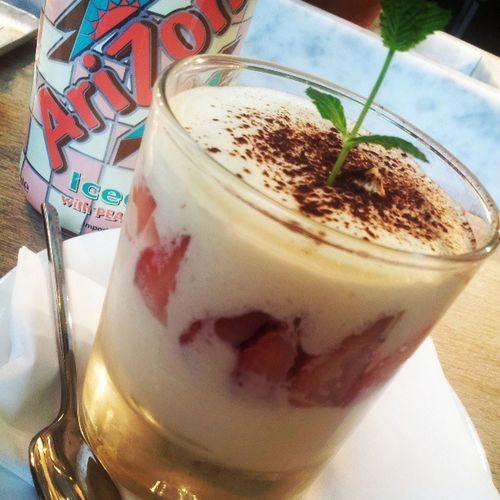 Eating Sthg Good Vapiano desertstrawberrycreaamgooddaynewjobpresenttomehahaadeliciousfoodlookawesome.